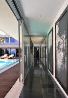 Bildnr.: 11507164<br/><b>Feature: 11507124 - Nah am Wasser</b><br/>Luxus-Anwesen: Hier kann man fast vom Pool in den See springen, Lago Maggiore<br />living4media / Maulini, Pier
