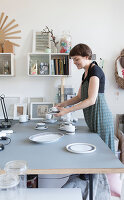 Bildno.: 11507570<br/><b>Feature: 11507509 - Designing Dishes</b><br/>Apartment and porcelain studio in Berlin<br />living4media / Scoffoni, Anne-Catherine