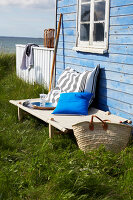 Bildnr.: 11510104<br/><b>Feature: 11510101 - Strandhaus-Deko</b><br/>Ein blaues Strandhaus mit maritimen Deko-Ideen<br />living4media / Greenhaus Press