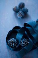 Bildnr.: 11515570<br/><b>Feature: 11515567 - K&#246;nigsblau und Bordeauxrot</b><br/>Winterliche Deko mit kr&#228;ftigen dunklen Farben und Filz<br />living4media / Koll, Alicja