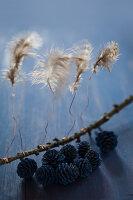 Bildnr.: 11515586<br/><b>Feature: 11515567 - K&#246;nigsblau und Bordeauxrot</b><br/>Winterliche Deko mit kr&#228;ftigen dunklen Farben und Filz<br />living4media / Koll, Alicja