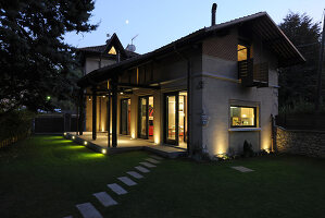 Bildno.: 11516850<br/><b>Feature: 11516847 - Contemporary Traditions</b><br/>Minimalist elegance in a former chauffeur&#39;s house near Milan<br />living4media / Maulini, Pier