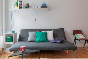 Bildno.: 11948756<br/><b>Feature: 11948740 - Small Budget - Big Effects</b><br/>Young and trendy apartment in Berlin<br />living4media / Scoffoni, Anne-Catherine