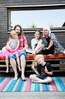 Bildno.: 11949538<br/><b>Feature: 11949534 - Jennie&#39;s Playhouse</b><br/>An artist&#39;s home in Varberg, Sweden spills over with joie de vivre<br />living4media / Brandt, Jenny