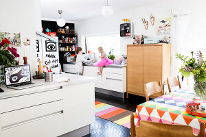 Bildno.: 11949540<br/><b>Feature: 11949534 - Jennie&#39;s Playhouse</b><br/>An artist&#39;s home in Varberg, Sweden spills over with joie de vivre<br />living4media / Brandt, Jenny