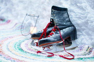 Bildno.: 11953238<br/><b>Feature: 11952521 - Snow Party</b><br/>For a special occasion, celebrate in the snow<br />living4media / K&#252;barsepp, Juta