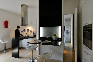 Bildno.: 11952940<br/><b>Feature: 11952933 - Space Wonder</b><br/>Full function in just 39 sq. mtrs. in this Milan apartment<br />living4media / Maulini, Pier