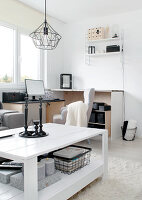 Bildno.: 11953506<br/><b>Feature: 11953492 - Know Your Style</b><br/>White, black and grey are the only colours in this home in Estonia<br />living4media / K&#252;barsepp, Juta