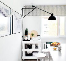 Bildno.: 11953512<br/><b>Feature: 11953492 - Know Your Style</b><br/>White, black and grey are the only colours in this home in Estonia<br />living4media / K&#252;barsepp, Juta
