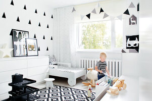Bildno.: 11953526<br/><b>Feature: 11953492 - Know Your Style</b><br/>White, black and grey are the only colours in this home in Estonia<br />living4media / K&#252;barsepp, Juta