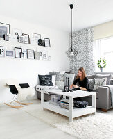 Bildno.: 11953566<br/><b>Feature: 11953492 - Know Your Style</b><br/>White, black and grey are the only colours in this home in Estonia<br />living4media / K&#252;barsepp, Juta