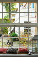 Bildno.: 11953934<br/><b>Feature: 11953901 - Courtyard Surprise</b><br/>Contemporary home in a former industrial space in Berlin<br />living4media / Tuesday, June
