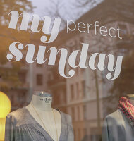 Bildno.: 11954676<br/><b>Feature: 11954650 - My Perfect Sunday</b><br/>A designer specialises on this day in her boutique in Hamburg<br />living4media / Wentorf, Eckard