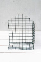 Bildno.: 11954802<br/><b>Feature: 11954797 - Anti-clutter Cage</b><br/>DIY project for organizing things<br />living4media / Dimmich, Agata