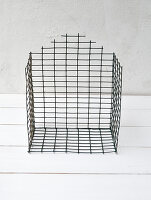 Bildno.: 11954804<br/><b>Feature: 11954797 - Anti-clutter Cage</b><br/>DIY project for organizing things<br />living4media / Dimmich, Agata
