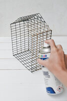 Bildno.: 11954806<br/><b>Feature: 11954797 - Anti-clutter Cage</b><br/>DIY project for organizing things<br />living4media / Dimmich, Agata