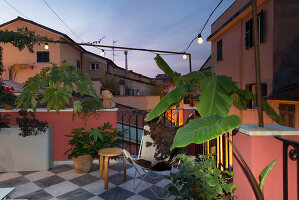 Bildno.: 11956170<br/><b>Feature: 11956152 - Mid-Century Italian Charm</b><br/>An architect&#39;s showroom in Sarzana, Italy<br />living4media / Tamborra, Enza