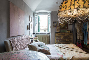 N° de l'image 11956772<br/><b>Reportage: 11956759 - Handmade Fantasies</b><br/>The home of an Italian lamp and fashion designer in Italy<br />living4media / Tamborra, Enza