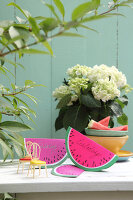 Bildno.: 11957516<br/><b>Feature: 11957515 - Fun with Watermelons</b><br/>Six easy projects that spell Summer<br />living4media / R&#252;ggeberg, Thordis