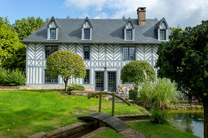 Bildno.: 11958694<br/><b>Feature: 11958691 - Keeping Traditions</b><br/>A rural home from the 18th century is renovated in Normandy<br />living4media / Hallot, Olivier