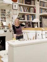 Bildnr.: 11963066<br/><b>Feature: 11963032 - Jahr f&#252;r Jahr</b><br/>Nach zehn Jahren Gestaltung ist K&#252;nstlerin Sue mit ihrem Zuhause fertig, London<br />living4media / Hogan, Sarah