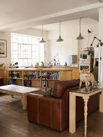 Bildno.: 11964614<br/><b>Feature: 11964590 - Bugs and Beasts</b><br/>An artist&#39;s home and studio in East London<br />living4media / Hogan, Sarah