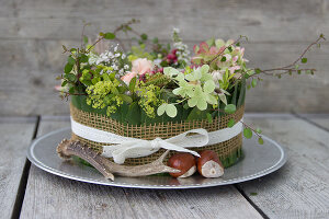 Zdjęcie numer: 11978382<br/><b>Feature: 11978379 - Floral Cake</b><br/>An original idea for presenting a bouquet of flowers<br />living4media / Algermissen, Astrid