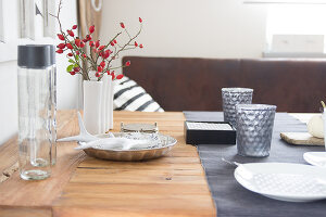 Bildno.: 11979184<br/><b>Feature: 11979179 - New Autumn Colours</b><br/>A new look for autumn decoration: a table in white<br />living4media / Algermissen, Astrid
