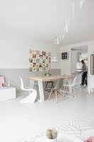 Bildno.: 11981566<br/><b>Feature: 11981545 - Eclectic Pastels</b><br/>Contemporary and vintage combine in this home in Amersfoort, Netherlands<br />living4media / Marder, Holly