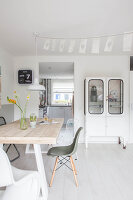 Bildno.: 11981568<br/><b>Feature: 11981545 - Eclectic Pastels</b><br/>Contemporary and vintage combine in this home in Amersfoort, Netherlands<br />living4media / Marder, Holly