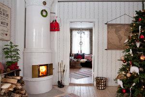 Bildno.: 11990578<br/><b>Feature: 11990571 - Christmas up North</b><br/>Nostalgic house in Kvarnsvedjan, a small village outside Ume&#229;, North Sweden<br />living4media / Isaksson, Camilla