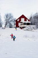 Bildno.: 11990586<br/><b>Feature: 11990571 - Christmas up North</b><br/>Nostalgic house in Kvarnsvedjan, a small village outside Ume&#229;, North Sweden<br />living4media / Isaksson, Camilla