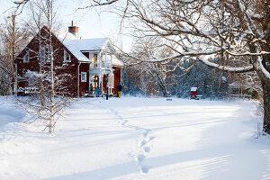Bildno.: 11990590<br/><b>Feature: 11990571 - Christmas up North</b><br/>Nostalgic house in Kvarnsvedjan, a small village outside Ume&#229;, North Sweden<br />living4media / Isaksson, Camilla