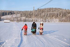 Bildno.: 11990592<br/><b>Feature: 11990571 - Christmas up North</b><br/>Nostalgic house in Kvarnsvedjan, a small village outside Ume&#229;, North Sweden<br />living4media / Isaksson, Camilla