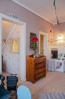 Bildno.: 11990600<br/><b>Feature: 11990571 - Christmas up North</b><br/>Nostalgic house in Kvarnsvedjan, a small village outside Ume&#229;, North Sweden<br />living4media / Isaksson, Camilla