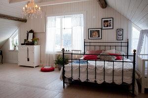 Bildno.: 11990606<br/><b>Feature: 11990571 - Christmas up North</b><br/>Nostalgic house in Kvarnsvedjan, a small village outside Ume&#229;, North Sweden<br />living4media / Isaksson, Camilla