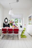 Bildnr.: 11990720<br/><b>Feature: 11990718 - Pure Lebensfreude</b><br/>Bea und ihre Familie lieben es bunt. Viel Wei&#223; ist die perfekte Leinwand. Leuwarden, NL<br />living4media / Isaksson, Camilla