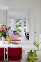 Bildnr.: 11990724<br/><b>Feature: 11990718 - Pure Lebensfreude</b><br/>Bea und ihre Familie lieben es bunt. Viel Wei&#223; ist die perfekte Leinwand. Leuwarden, NL<br />living4media / Isaksson, Camilla