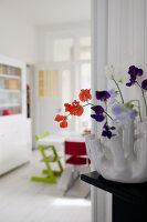 Bildnr.: 11990736<br/><b>Feature: 11990718 - Pure Lebensfreude</b><br/>Bea und ihre Familie lieben es bunt. Viel Wei&#223; ist die perfekte Leinwand. Leuwarden, NL<br />living4media / Isaksson, Camilla