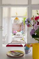 Bildnr.: 11990738<br/><b>Feature: 11990718 - Pure Lebensfreude</b><br/>Bea und ihre Familie lieben es bunt. Viel Wei&#223; ist die perfekte Leinwand. Leuwarden, NL<br />living4media / Isaksson, Camilla