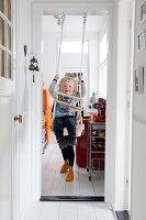 Bildnr.: 11990776<br/><b>Feature: 11990718 - Pure Lebensfreude</b><br/>Bea und ihre Familie lieben es bunt. Viel Wei&#223; ist die perfekte Leinwand. Leuwarden, NL<br />living4media / Isaksson, Camilla