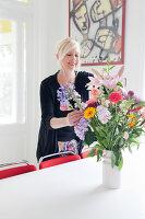 Bildnr.: 11990778<br/><b>Feature: 11990718 - Pure Lebensfreude</b><br/>Bea und ihre Familie lieben es bunt. Viel Wei&#223; ist die perfekte Leinwand. Leuwarden, NL<br />living4media / Isaksson, Camilla