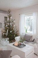 Bildno.: 11990840<br/><b>Feature: 11990828 - Christmas in Skellefte&#229;</b><br/>White is the theme of this Christmas decor in Skellefte&#229;, Sweden<br />living4media / Isaksson, Camilla