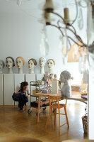 Bildno.: 11991362<br/><b>Feature: 11991357 - Head Hunting</b><br/>Visit to the workshop of a Hamburg artist who makes sculptured portraits<br />living4media / Gewecke, Gudrun