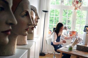 Bildno.: 11991376<br/><b>Feature: 11991357 - Head Hunting</b><br/>Visit to the workshop of a Hamburg artist who makes sculptured portraits<br />living4media / Gewecke, Gudrun