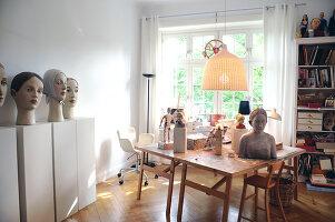 Bildno.: 11991378<br/><b>Feature: 11991357 - Head Hunting</b><br/>Visit to the workshop of a Hamburg artist who makes sculptured portraits<br />living4media / Gewecke, Gudrun