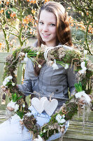 Bildno.: 11991408<br/><b>Feature: 11991390 - A Heart for All to See</b><br/>Valentine decoration using spring plants<br />living4media / Herwig, Modeste