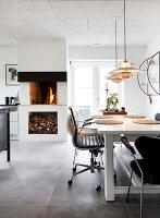 Bildno.: 12082850<br/><b>Feature: 12082842 - Re-inventing Style</b><br/>Newly built house overlooking Aarhus Bay, Denmark<br />living4media / Lene-K