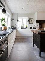 Bildno.: 12082852<br/><b>Feature: 12082842 - Re-inventing Style</b><br/>Newly built house overlooking Aarhus Bay, Denmark<br />living4media / Lene-K