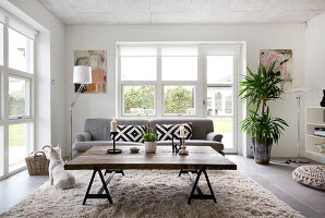 Bildno.: 12082860<br/><b>Feature: 12082842 - Re-inventing Style</b><br/>Newly built house overlooking Aarhus Bay, Denmark<br />living4media / Lene-K